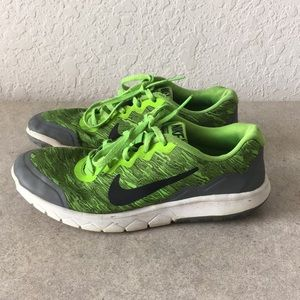 Girls Nike FLEX EXPERIENCE RN 4 Shoes size 4Y